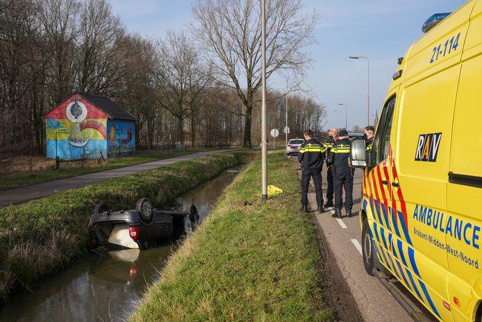 De man is meegenomen in de ambulance.