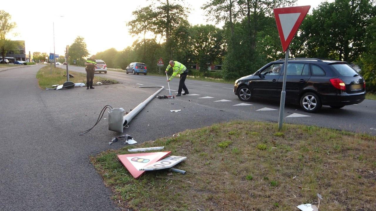 De automobilist richtte een ravage aan in Meppel.