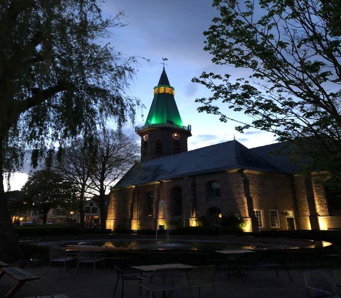 De Grote Kerk in Groede is groen verlicht, dus de gft-bak mag buiten.