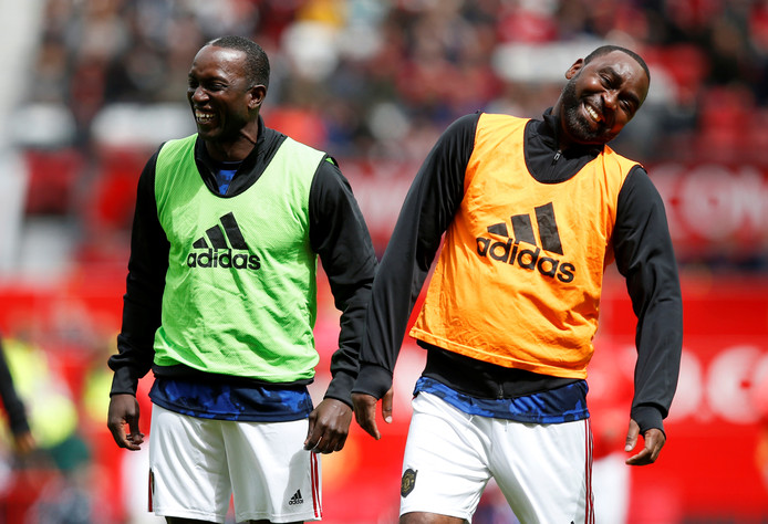 Dwight Yorke (l) en Andy Cole.