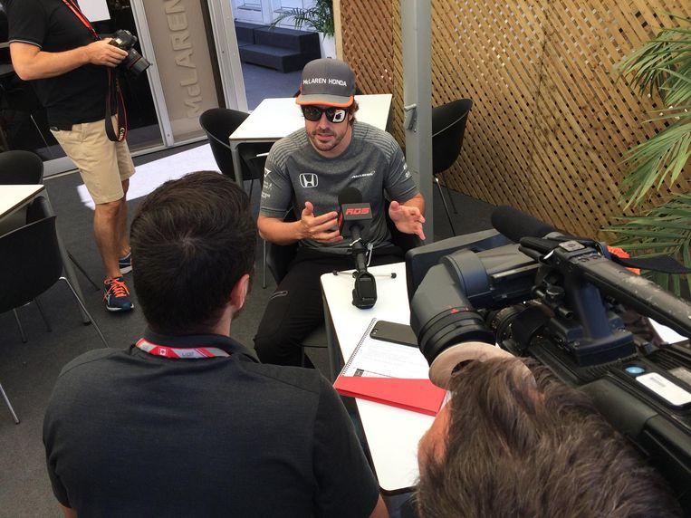 Alonso praat ronduit over zijn IndyCar-avontuur. Beeld Jo Bossuyt