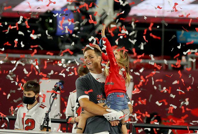 Tom Brady viert z'n overwinning met dochter Vivian