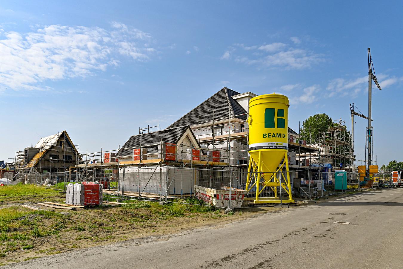In de Waterwijk bij Fijnaart wordt volop gebouwd.