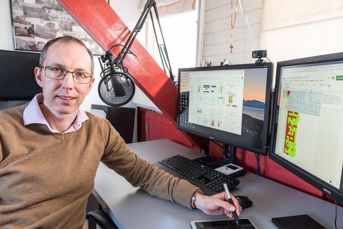 Martijn Leensen, docent op het Ds. Pierson College in Den Bosch is uitgeroepen tot Natuurkunde Docent van het Jaar 2020.