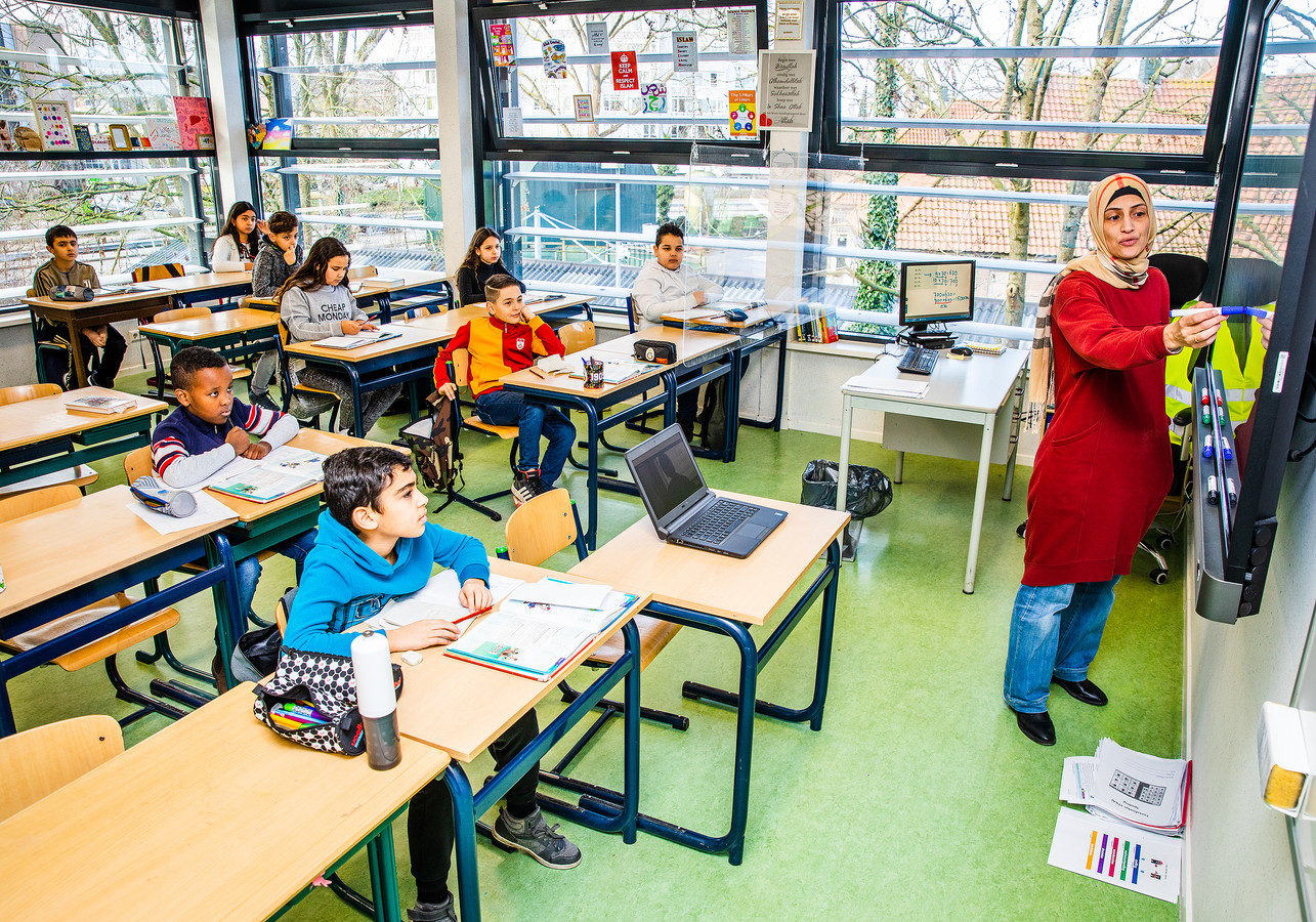 Ikra in Dordrecht gaf, ondanks de scholensluiting, op school les aan alle leerlingen.