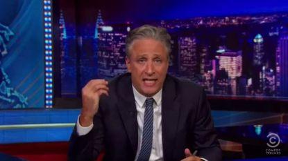 Beklijvende Jon Stewart fileert Amerikaans racisme in sombere monoloog