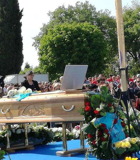 Duizenden mensen brengen laatste groet aan 'groot man' Scarponi
