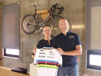 """Kortweg Cycling Travel uit Deinze bezorgt wielrenners en entourage goede nachtrust tijdens WK: """"1.500 kamers in 40 hotels geboekt, daar kruipt tijd in"""""""