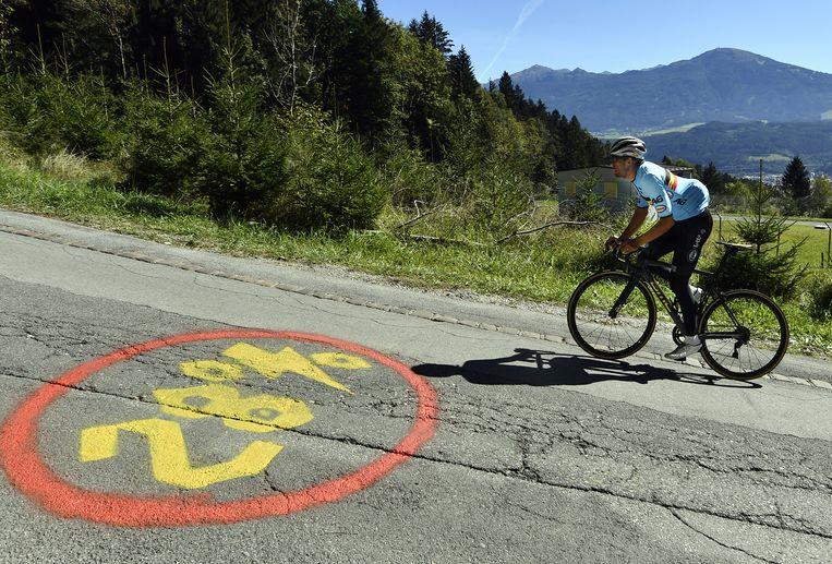 Greg Van Avermaet, speerpunt bij de Belgen, verkent de steile Gramartboden in Innsbruck. Beeld BELGA
