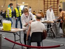 Vaccinatielocatie in Hellevoetsluis opent vrijdag de deuren, burgemeester krijgt de eerste prik