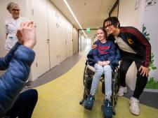 Ronnie Flex opent nieuwe kinderafdeling in IJsselland Ziekenhuis: 'Een eigen badkamer en wc, dat is wel nice'