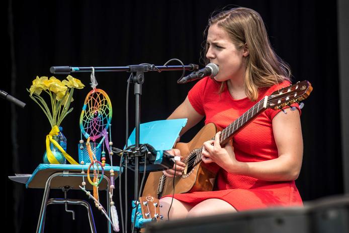 Femke Bun geeft workshop songwriten, hier op archieffoto tijdens optreden op Vestrock in 2017.