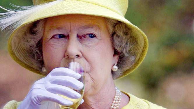 Weg met de dagelijkse Martini: Queen Elizabeth moet van dokter stoppen met drinken