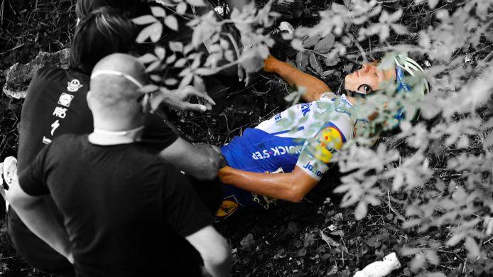 Remco Evenepoel na zijn val in het ravijn