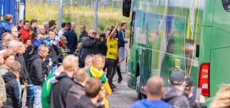 Spelerspresentatie, nieuwe bus en nieuwe kleding: goede dag voor ADO-supporters