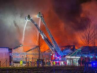 Asbestvervuiling na inferno: twee scholen en twee kinderdagverblijven geëvacueerd, omwonenden moeten binnenblijven