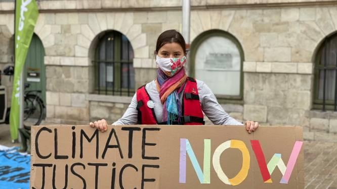 """Gentse Greta Thunberg vat al veertig weken post voor stadhuis: """"Zelfs Gent maakt beslissingen die niet bepaald klimaatvriendelijk zijn"""""""