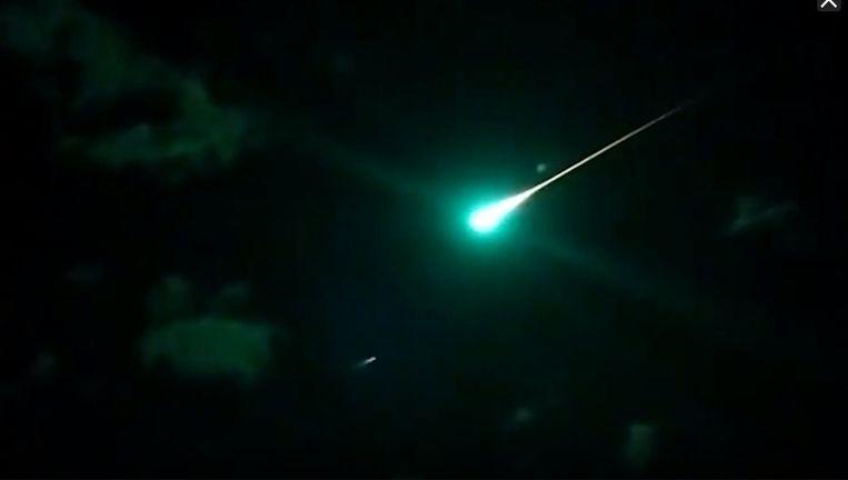 Iets voor 19.00 was de vuurbol te zien boven Nederland.  Beeld -