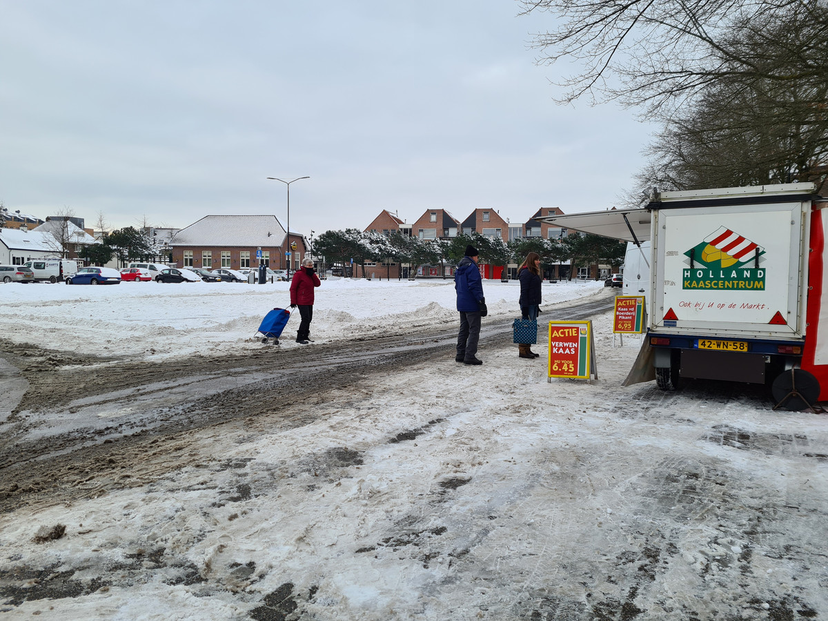 Kaasboer Johan Verburg van Holland Kaascentrum is de enige die de sneeuw getrotseerd heeft.