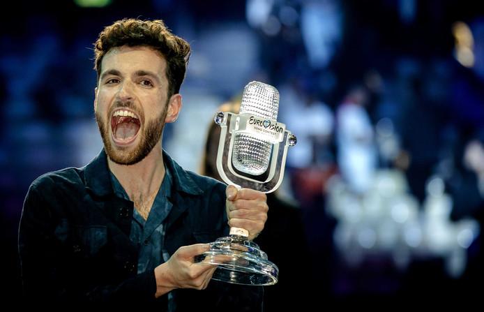 Duncan Laurence avec son trophée