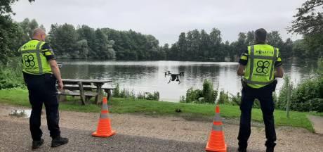 Politie speurt nu met drone, honden en tientallen mensen naar vermiste Deventenaar bij Zwolle