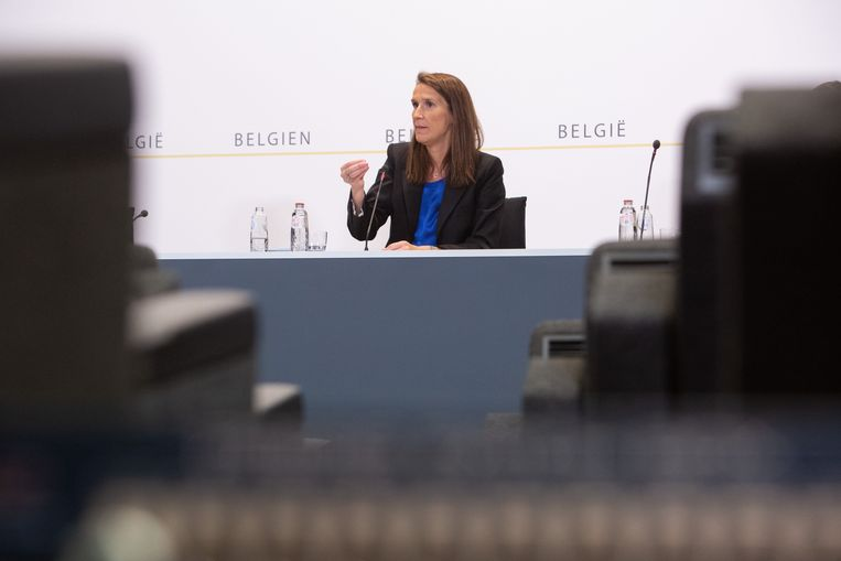 Premier Sophie Wilmès licht de beslissingen van de Veiligheidsraad toe. Beeld Photo News