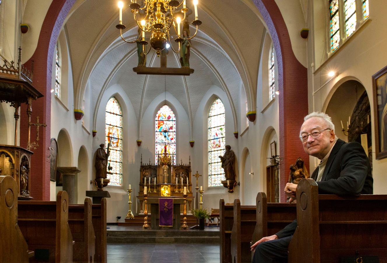 Pater Jan Bonten nam vorig jaar afscheid van de Handelse parochiekerk. archieffoto Van de Meulenhof