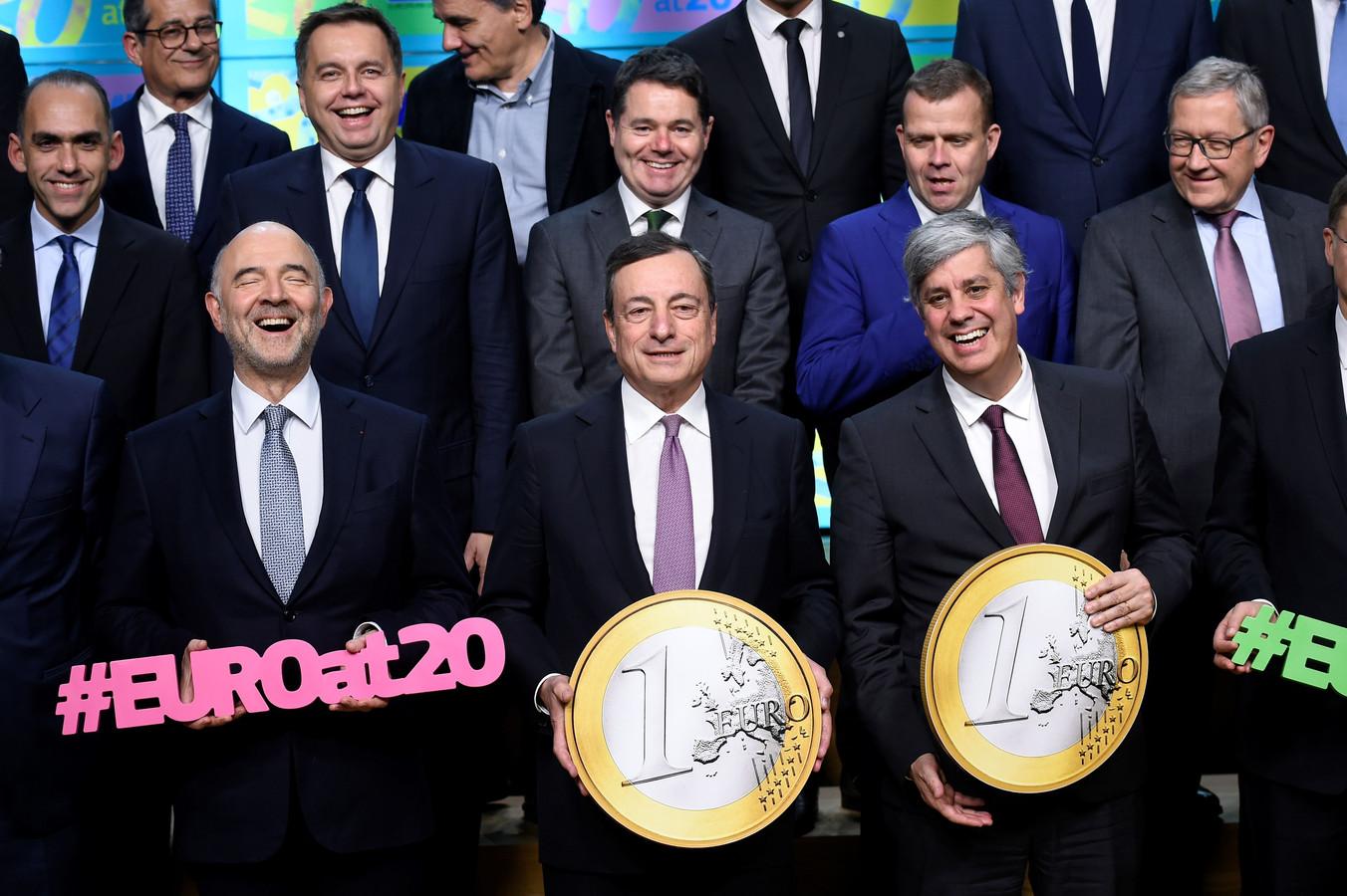 Pierre Moscovici (L) Mario Draghi en Mario Centeno
