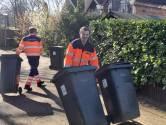 Mee op de vuilniswagen of washandjes vouwen, ambtenaren Den Bosch springen bij in coronatijd