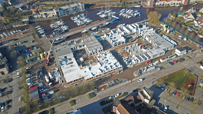 Drone-foto van de nieuwbouw van verpleeghuis De Lindenburgh in Steenbergen.