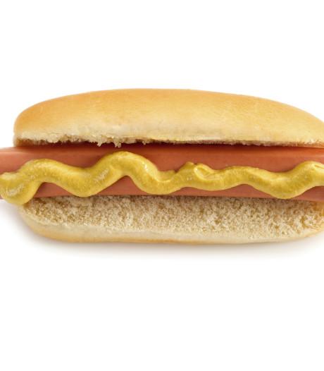 Niet te stillen honger naar broodje hotdog kost Hema-medewerkster haar baan