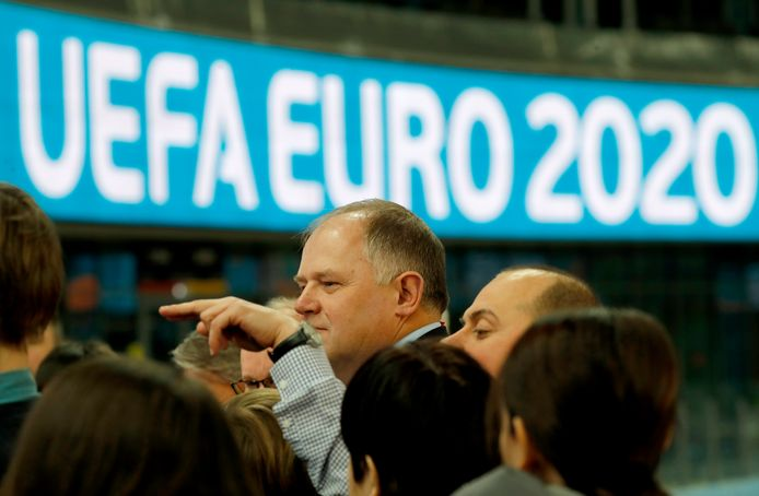 De UEFA inspecteert het stadion in St. Petersburg.