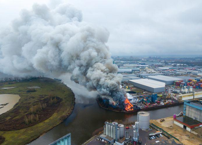 De twaalfde brand in anderhalf jaar tijd bij AVI.