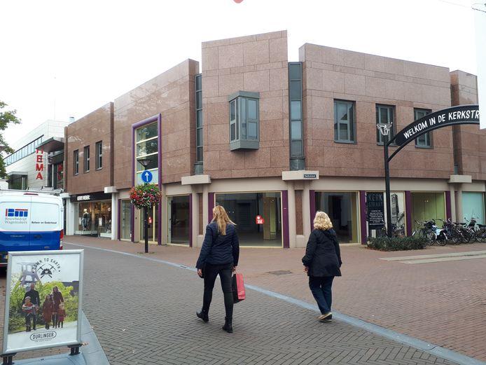 De drie winkelpanden op de hoek van de Kerkstraat en Walplein zijn terug in Osse handen.