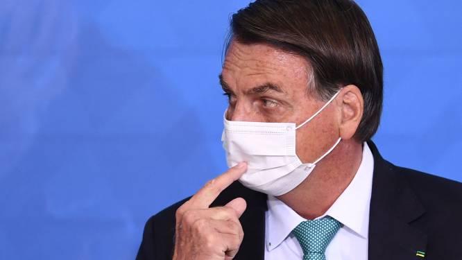 Braziliaanse president Bolsonaro verliest controle tijdens persconferentie en maakt journalisten uit voor vuil van de straat