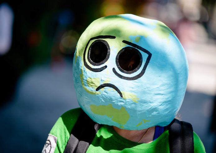 Een deelnemer aan een klimaatactie. Archiefbeeld.