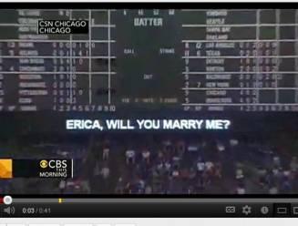 Huwelijksaanzoek verschijnt op het scorebord, maar waar is de aanstaande bruid?