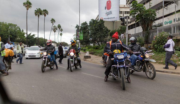 De bestuurders van de pikipiki staan erom bekend dat ze lak hebben aan verkeersregels. Beeld Photothek via Getty Images