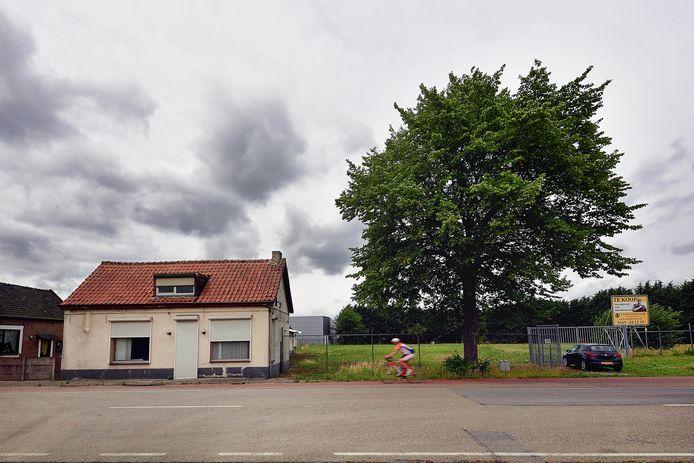 Atik Uitzendbureau wil aan de Gastelseweg een complex voor arbeidsmigranten bouwen.