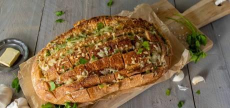 Wat Eten We Vandaag: Borrelbrood met kaas, knoflook en peterselie