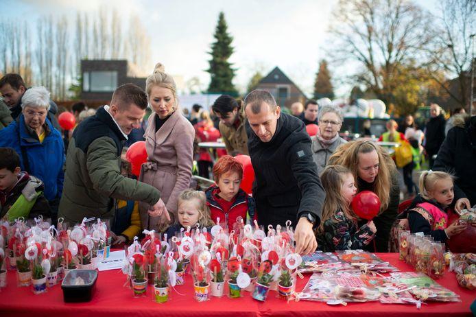 Basisschool De Schans organiseerde een marktje voor de verkoop van Roze Neuzen Gadgets.