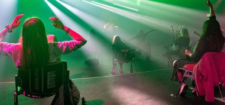 Eindelijk een legaal coronafeestje: 'stoelendance' in Doornroosje