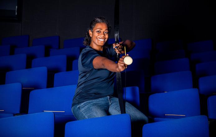 Nubia Eilander organiseert samen met Anouk Ravenswaaij een funrun in Castellum. Een obstacle Run door het theater heen.