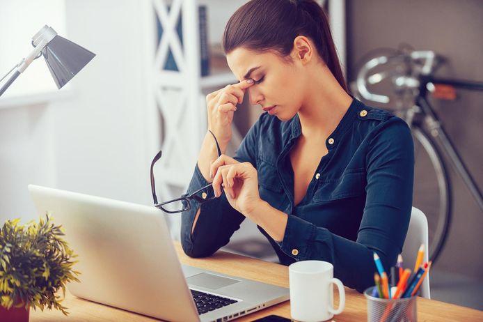 Vooral de jongste categorie (tot 35 jaar) wordt niet happy van z'n baan: daar voelt 58,5% zich minimaal één keer per maand slecht op de werkvloer.