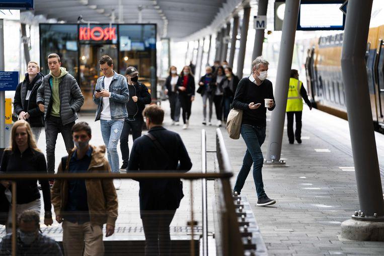 Reizigers op station Utrecht Centraal Beeld ANP