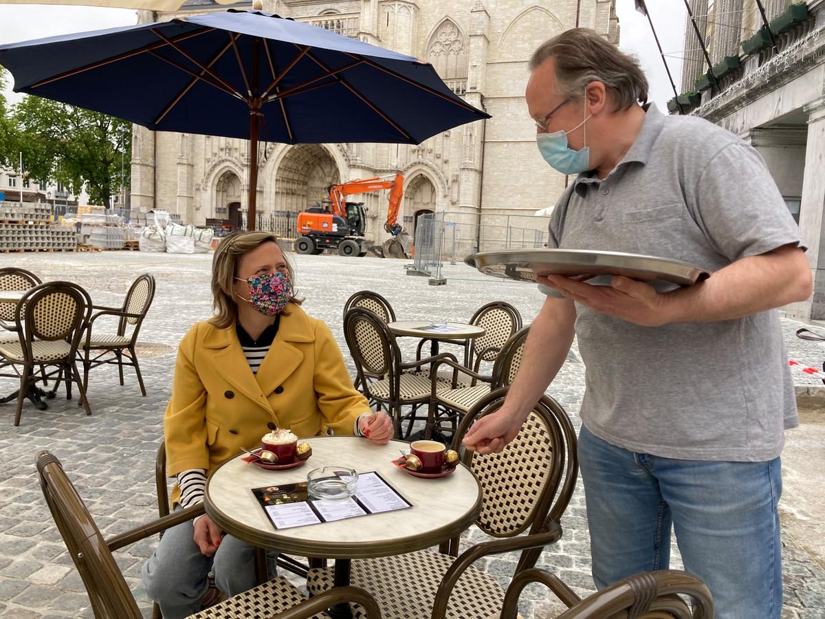 Tiens burgemeester Katrien Partyka (CD&V) brengt vandaag een bezoek aan zoveel mogelijk horecazaken.