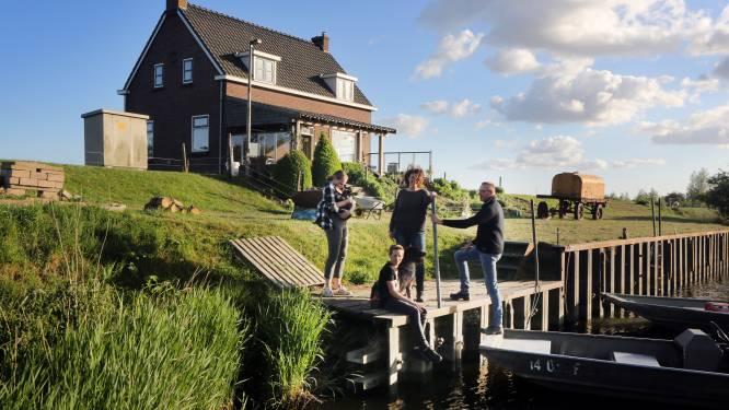 Dit gezin woont in het midden van de Biesbosch: 'We hebben nooit last van de buren'