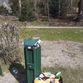 Veel bezoekers genieten in Park Randenbroek van de zon maar laten ook veel afval achter