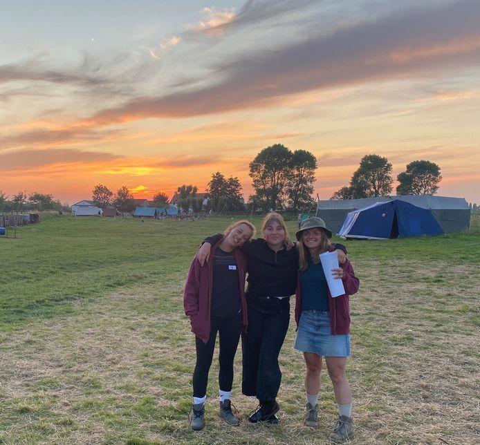 Het zomerkamp van Scouting Poperinge moest na vier dagen noodgedwongen opgedoekt worden door een positieve coronatest. Leidster Birte Vandaele (links) richt zich in een open brief aan minister Vandenbroucke en minister Dalle.
