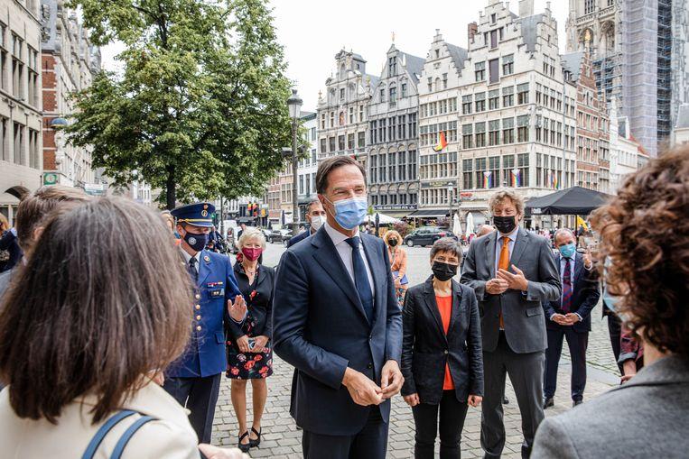 Voordat hij naar Brussel ging, opende demissionair premier Mark Rutte donderdag het nieuwe gebouw van het Nederlandse consulaat in Antwerpen.   Beeld Belga
